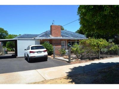 3 x 1 PLUS GRANNY FLAT IN POPULAR SOUTH BUNBURY!