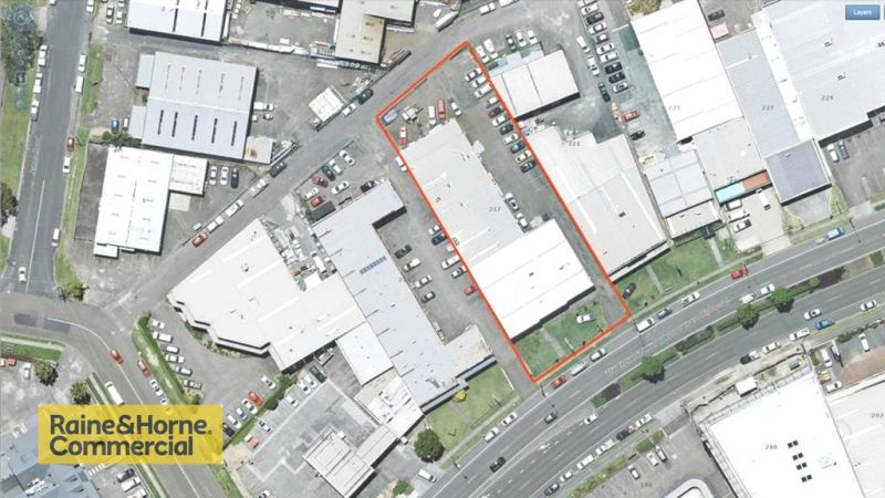 CENTRAL COAST HIGHWAY FREEHOLD INVESTMENT IN ERINA WITH 4 TENANTS