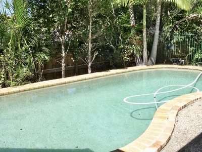 CLOSE TO EVERYTHING, POOL AND AIRCON