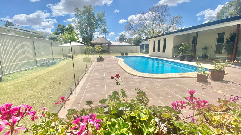 THE ULTIMATE FAMILY ENTERTAINER - SPACIOUS 361sqm home, Pool, Shed and Balinese Hut