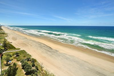 Absolute Beachfront Half-Floor 3bed with 2 Car Spaces