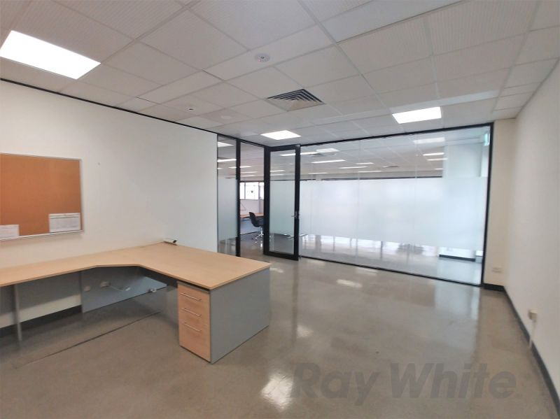 500m2* GROUND LEVEL OFFICE WITH EXISTING FIT-OUT