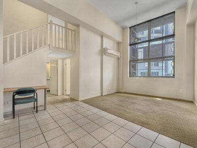 BEST VALUE IN SPRING HILL- WITH POOL, GYM AND MUCH MORE