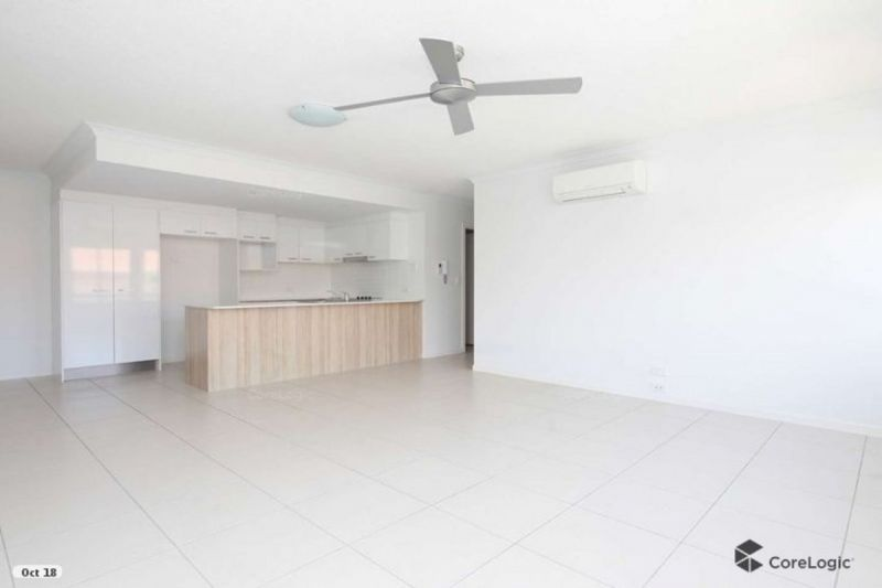 FRESH BRIGHT AND AIRY 3 BED UNIT, WITH RELAXING OUTLOOK - AVAIL 15/2
