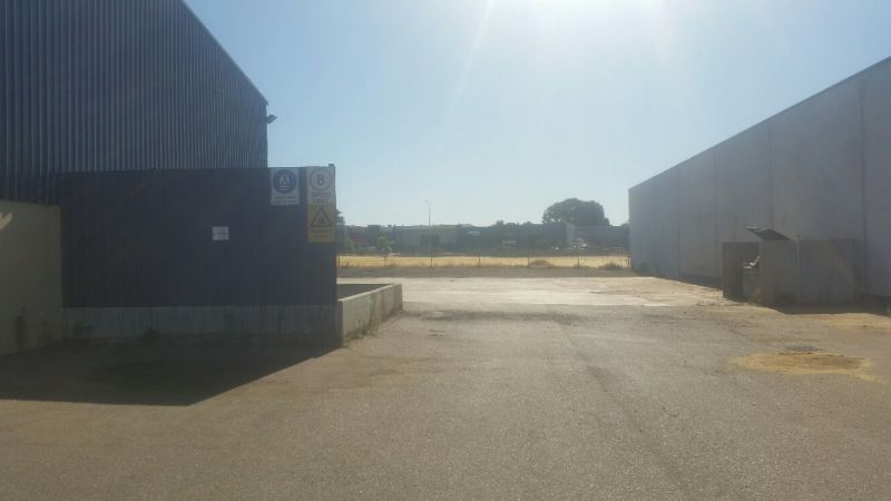 RECEIVERS' SALE – SMALL BUILDING / BIG LAND (RARE OFFERING)