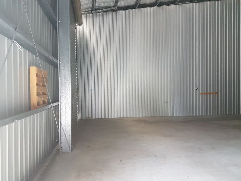 CLEAN AND TIDY INUSTRIAL SHED