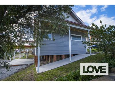 Beautiful Home in Lakeside Location