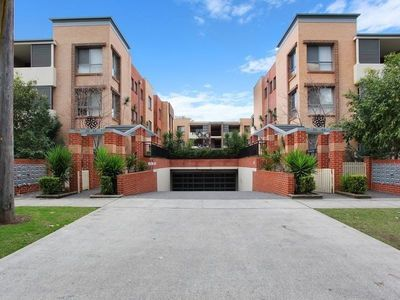 Well maintained apartment in convenient location!