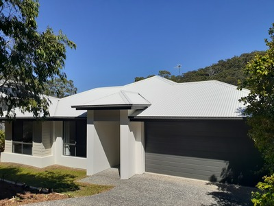 PRIVATE, STYLISH & MODERN... NEST OR INVEST! 929m2 BLOCK