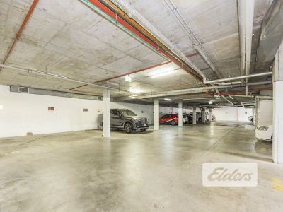UNIQUE FIRST FLOOR OFFICE WITH 8 ONSITE CAR PARKS!