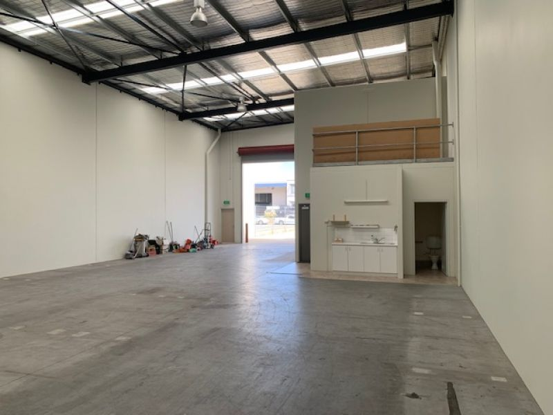 STREET FRONT OFFICE/WAREHOUSE UNIT