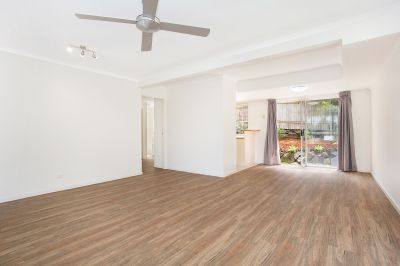 Stunning Renovated Townhouse!!