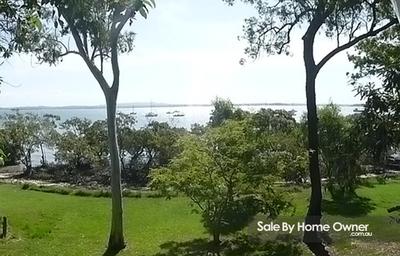 Waterfront on Macleay Island
