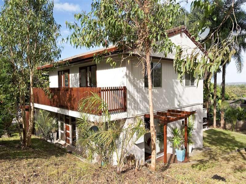 BEST VALUE VIEWS TO CALOUNDRA ..SO CLOSE TO EVERYTHING!