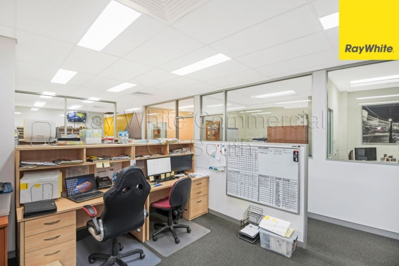 Modern Commercial Space with High Exposure