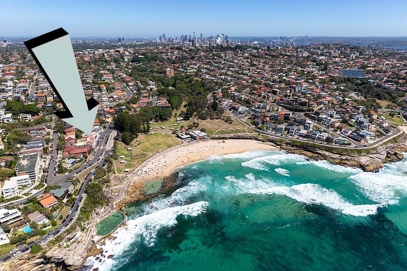 Modern Beachside Apartment - Across the road from Bronte Beach!
