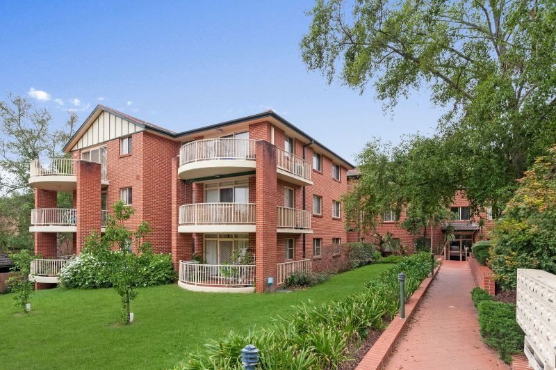 Well presented unit in central location