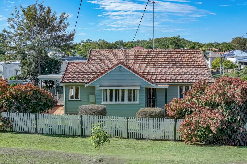 Pretty as a Picture - Beautiful Home AND includes garden maintenance!