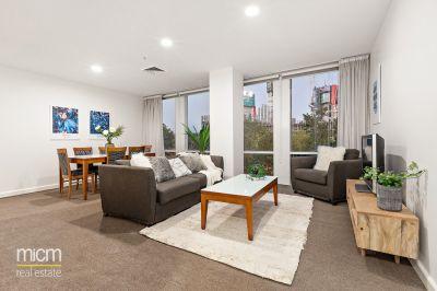 Stylish, Oversized Retreat with Stunning Lifestyle Appeal
