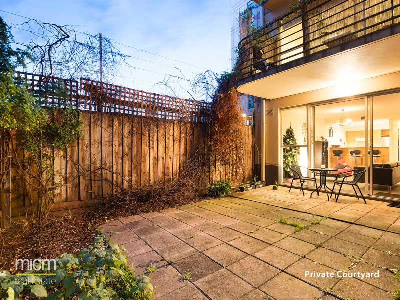 Ground Floor Retreat with Two Courtyards!