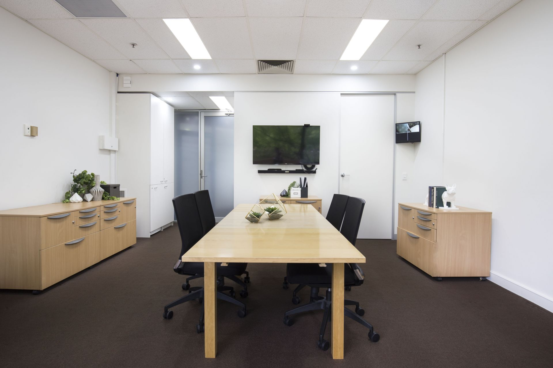 RARE LEASING OPPORTUNITY AT FAWKNER TOWERS!