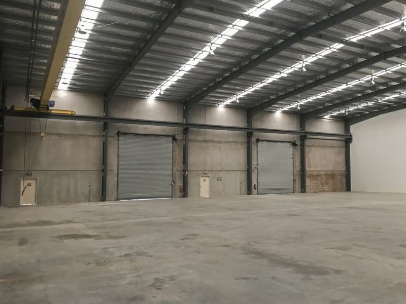 Large Open Plan Warehouse with Gantry Crane & Hardstand