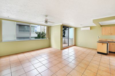 Rent Reduced! Spacious Air-conditioned Beachside Unit!!