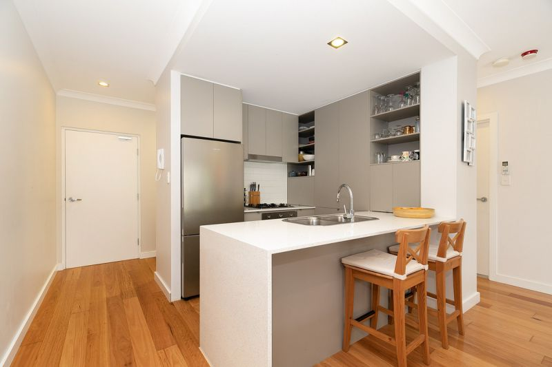 GROUND LEVEL MODERN UNIT IN HEART OF NORMAN PARK