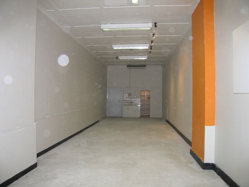 NEAT AND  BRIGHT RETAIL SPACE IN THE FASHIONABLE MAITLAND LEVEE !