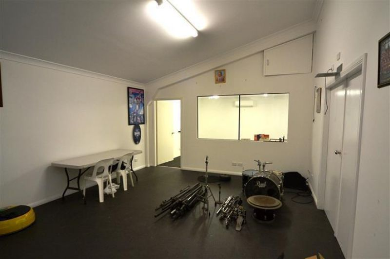 EXTENSIVE OFFICE FITOUT INCLUDED