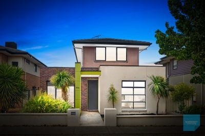 INSPECT Sat  28/11: 12-12.30pm by PRIV APPT. Please contact agent to arrange!