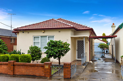 SOLD: Freestanding Double Brick & Tile Home on 449m² Block