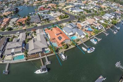 SINGLE LEVEL FAMILY HOME 20.6M* WATERFRONTAGE