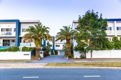 Spacious Modern Hope Island Townhouse in great location