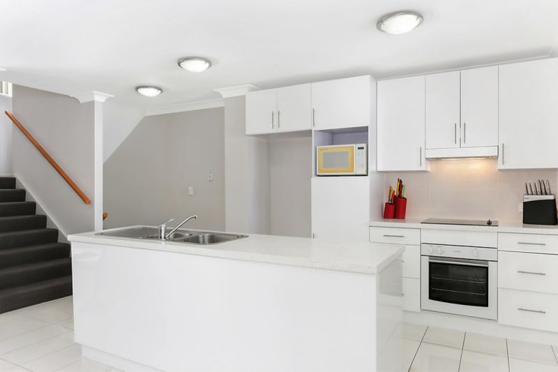 Modern deluxe apartment at in demand location, close to city