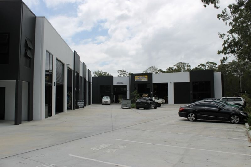 Well Presenting Factory With Smart Reception / Office Area
