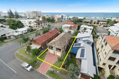 Outstanding Duplex Beach Side Mermaid Beach
