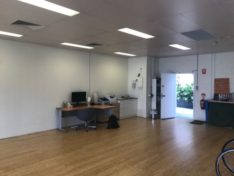 Modern Showroom/Office with high exposure