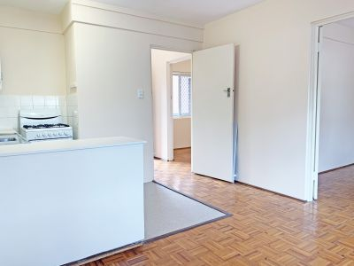 2 BED APT ONLY A STROLL AWAY FROM CLOVELLY BEACH