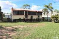 TIDY TIMBER HOME CLOSE TO TOWN AND SCHOOLS