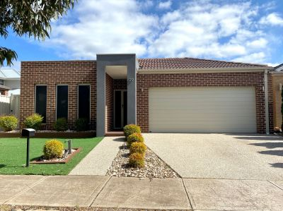 3 bedroom home in Caroline Springs Available NOW