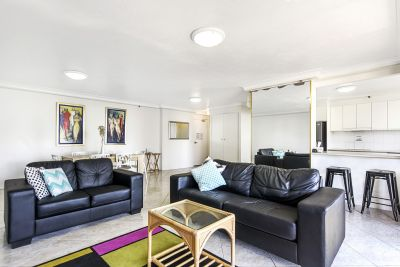 HUGE APT! ONE OF THE BEST STREETS OF SURFERS PARADISE!