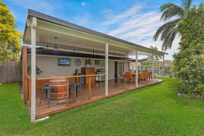 Burleigh's Hottest Buy!! Renovated  Room for Boat or Caravan