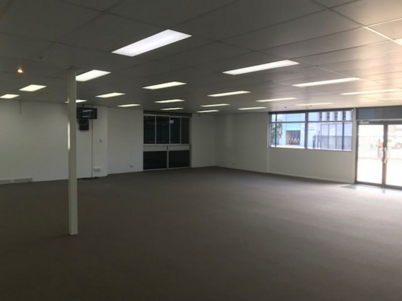 Excellent Presentation Freestanding Showroom and Warehouse 430 m2