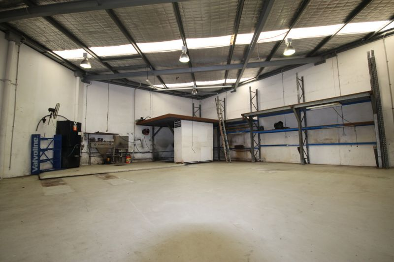 242sqm* Workshop in Cleveland with 3 Phase Power & Grease Trap