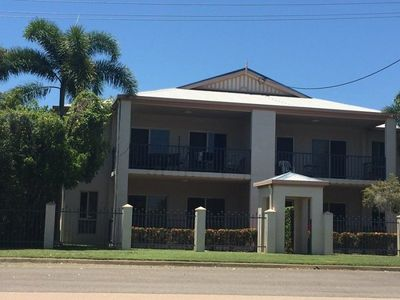 Large 3 bedroom Unit close to City