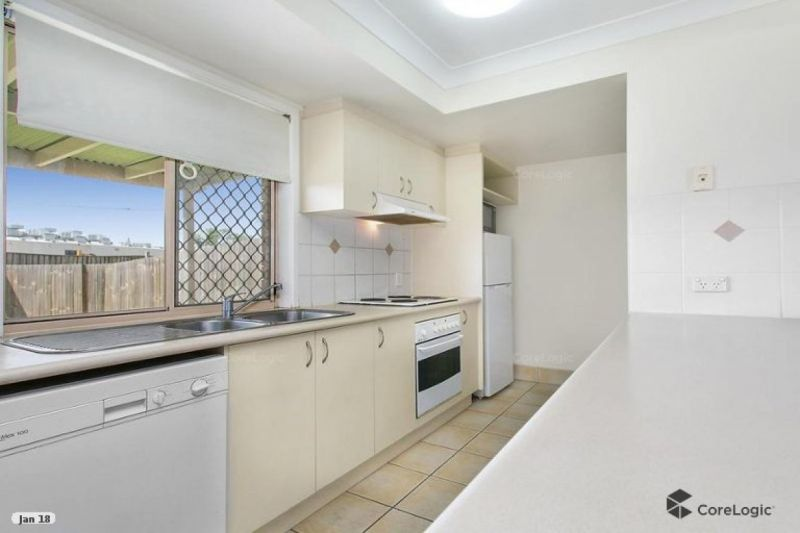 NEAT AND TIDY 2 BEDROOM TOWNHOUSE - AVAILABLE NOW.