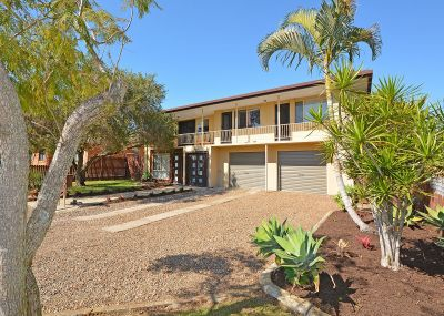 LARGE FAMILY HOME CLOSE TO BEACH