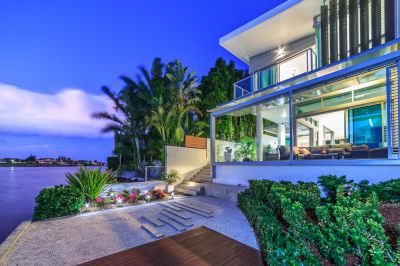 Sensational Waterfront Villa - Peace and Privacy with Huge Basement Carpark