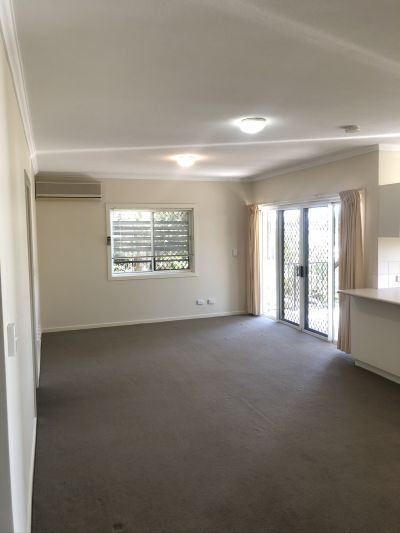 Modern and Spacious 2 bedroom unit available in the heart of New Farm!